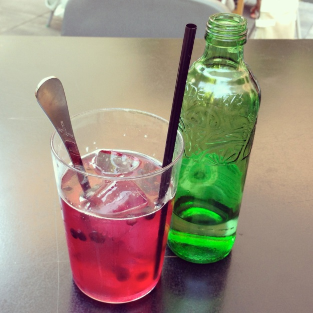 acqua frizzante e rooibos al Federal Café