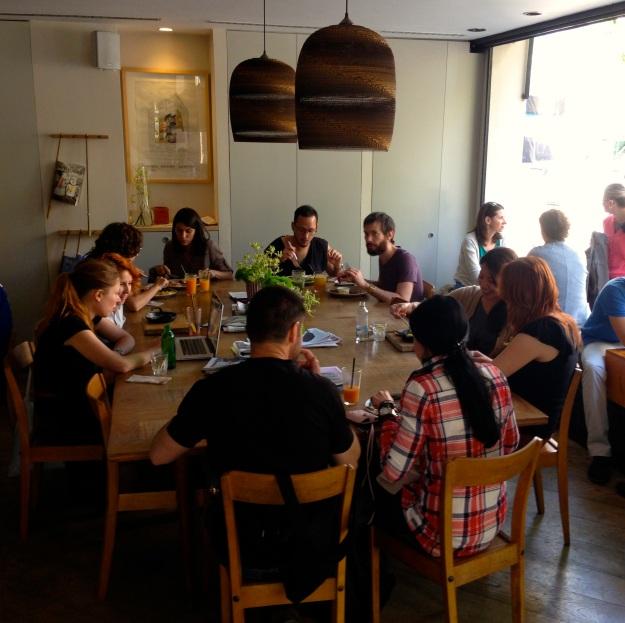 il tavolo comunitario del Federal Café